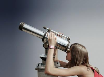 116763-400x296-Telescope_woman